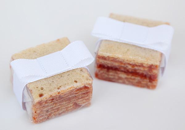 lembrancinha-de-casamento-mini-bolo-de-rolo